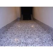 Kāpnes un grīdas polimēru pārklājumi